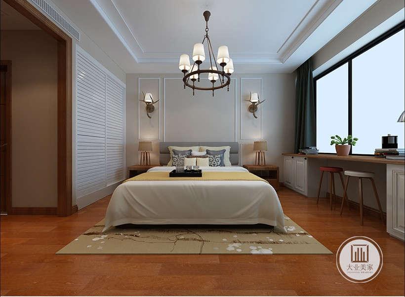 平开式柜门延续白色的主色调,和谐稳定的居室风格,同时收纳功能性强,保证了室内整洁干净,暖黄色地毯,白色点状花纹,提升室内舒适感。