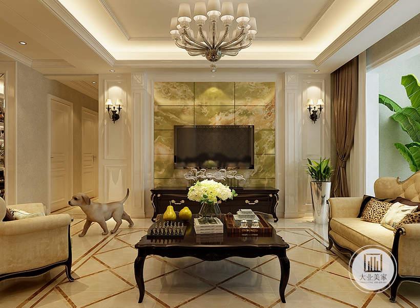 客厅影视墙铺贴浅绿色花纹砖,两侧采用白色石膏线做装饰,搭配欧式壁灯。