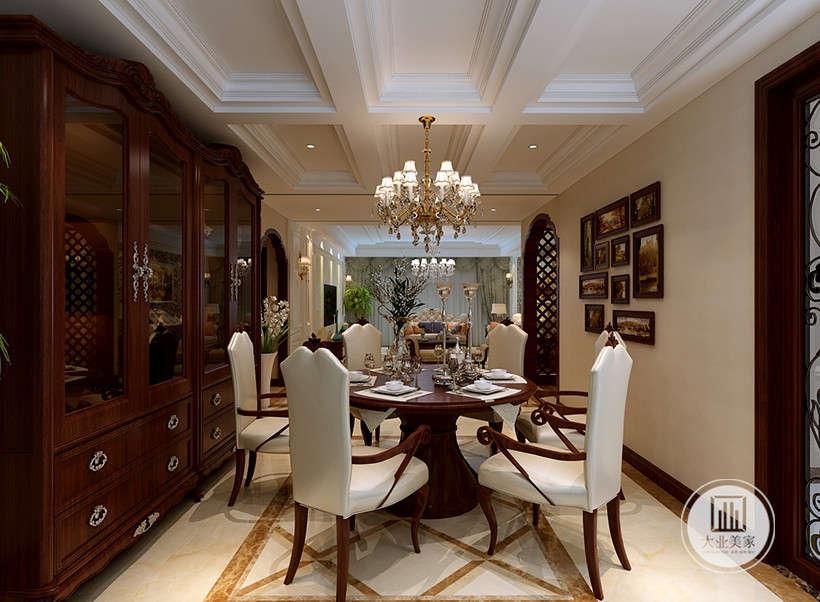 餐椅环形摆放,强调藉着室内空间的解构和重组,使空间显得大气,缔造出一个令人心弛神往的写意空间。