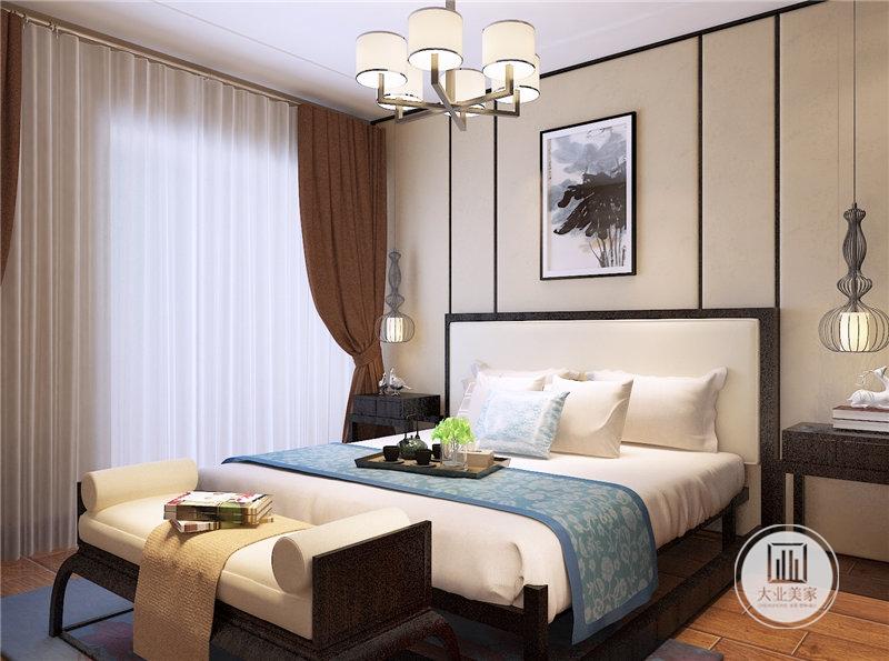 卧室铺贴浅黄色壁布,墙面悬挂中式装饰画,床的两侧采用中式风格红木床头柜。