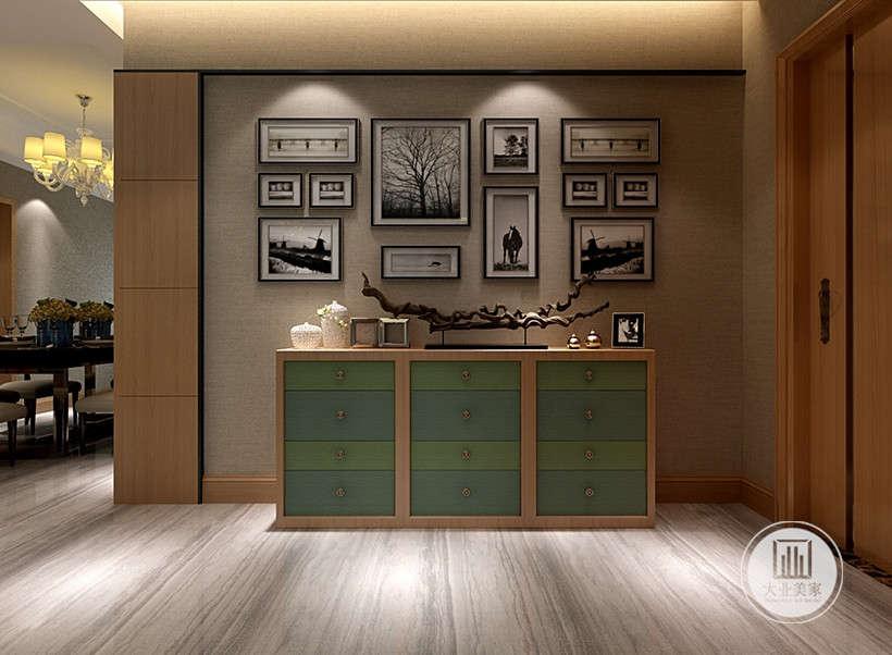 家庭的简约不只是说装修,还反映在家居配饰上的简约,墙面装饰只是简单的放置相册工艺,恰到其处的摆放,摆脱了繁杂感,体现了现代人追求删繁去简,追求简单的特征。