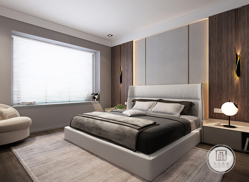 主卧室床头背景墙采用浅色壁布装饰,两侧采用红木板装饰,床的两侧放置原木床头柜。