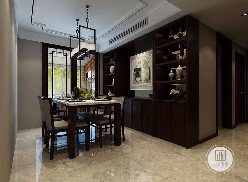 明清风格装饰,玻璃门隔断具有线条感,墙壁挂画工艺装饰自然优雅,展示居住者个人品味。