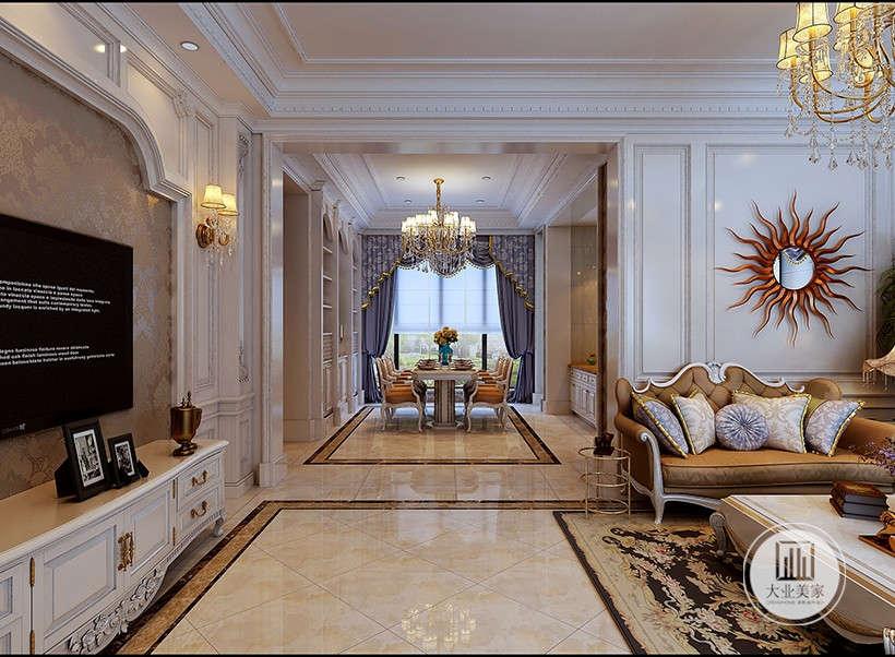 家居底色大多采用白色、淡色为主,加上较厚重的装饰画框,描金、雕花展现贵族气质。