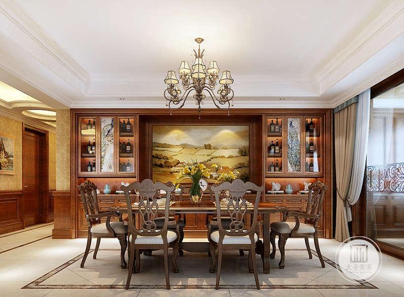 古典风格家具,设计的重点是强调优雅的雕刻和舒适的设计,保留了古典家具的色泽和质感的同时,又注意适应现代生活空间。