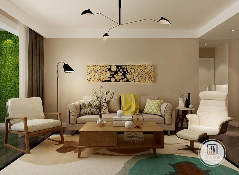 客厅沙发墙采用浅黄色墙纸,沙发采用浅色布艺沙发,茶几采用实木装饰,地面铺设深色木地板搭配白色地毯。