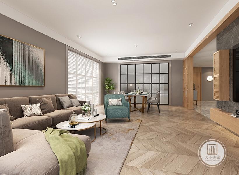客厅沙发墙铺贴深紫色壁纸,沙发采用浅色布艺沙发,搭配白色现代茶几,地面铺设木地板。