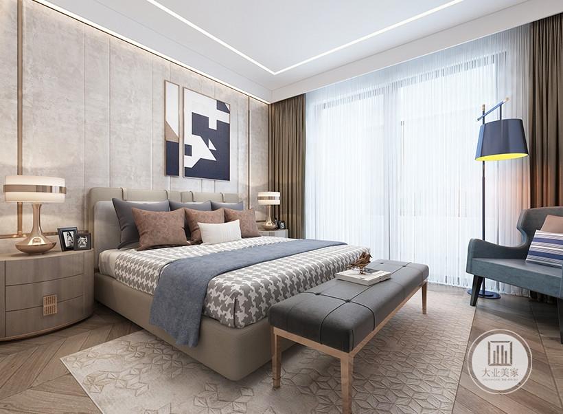 床头背景墙铺贴浅黄色壁布,墙面挂现代装饰画,床的两侧采用实木床头柜。