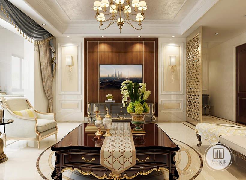 客厅影视墙采用原木风格背景墙,两侧采用白色欧式石膏线装饰,靠近走廊的一侧采用金属镂空屏风。