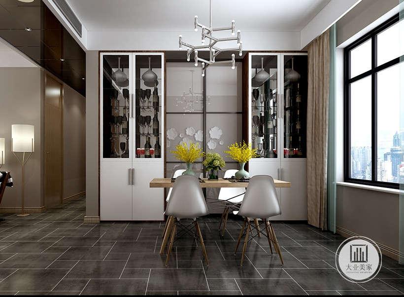玻璃储物挂高贵精致,镜面巧妙折射图案,营造空间进深感,简洁又不失内涵,仔细一品,又别有一番风味。