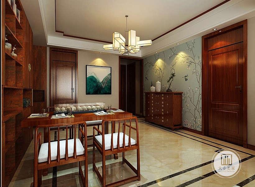 餐厅选用的与客厅同款大理石地面,光洁明亮,易于打理。