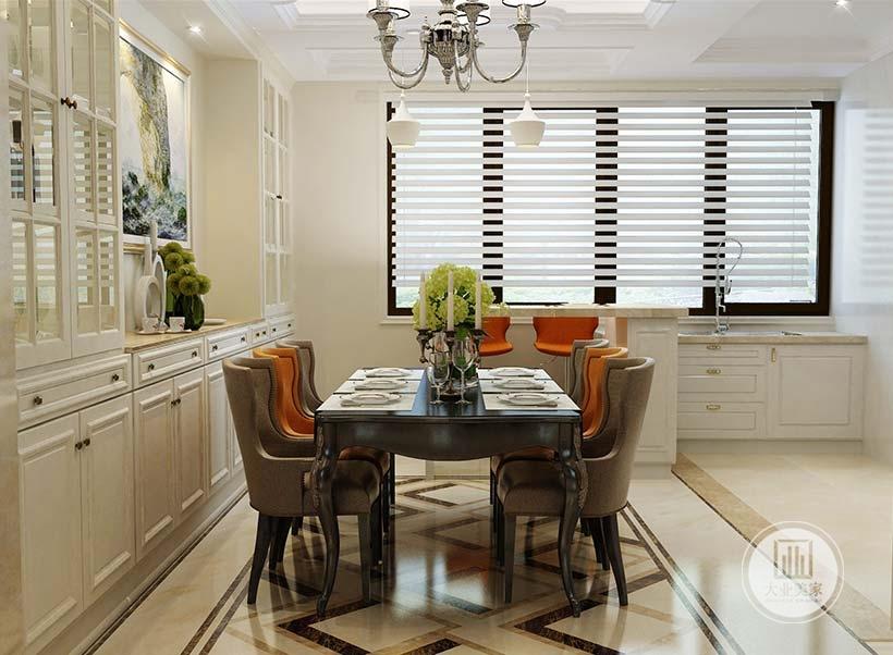 餐厅餐桌餐椅采用黑檀木材料,一侧的墙面做白色大型橱柜,增强收纳。