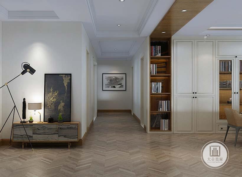 入户空间地面铺设深色木地板。