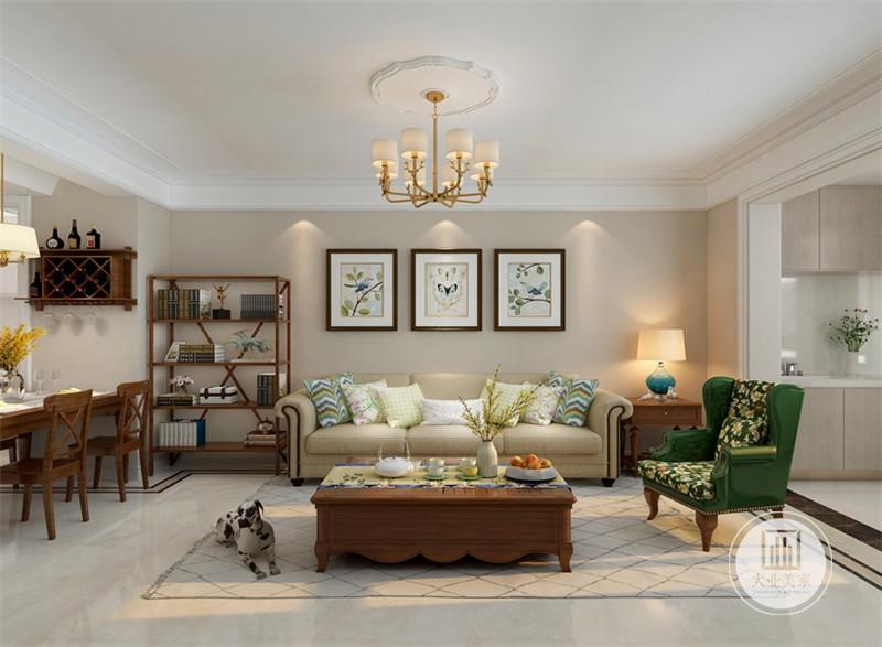 客厅影视墙采用浅黄色壁纸,沙发采用浅色真皮沙发,搭配红木茶几,地面铺贴白色瓷砖,搭配浅色地毯。