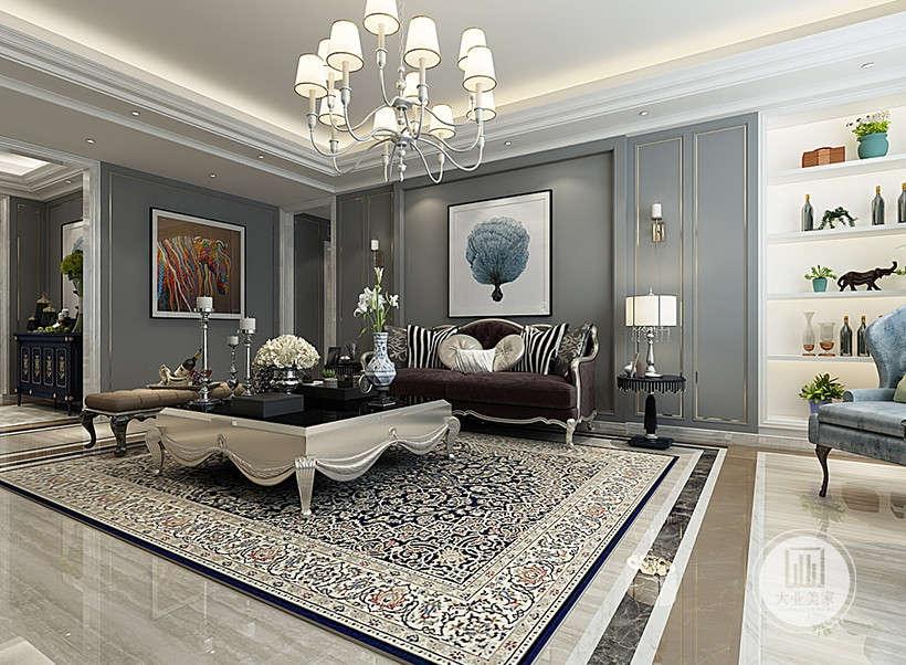 金色质感家具,尽显奢华,设计师在造型上的运用不是仿古,也不是复古而是追求神似,形散神聚的装修效果。