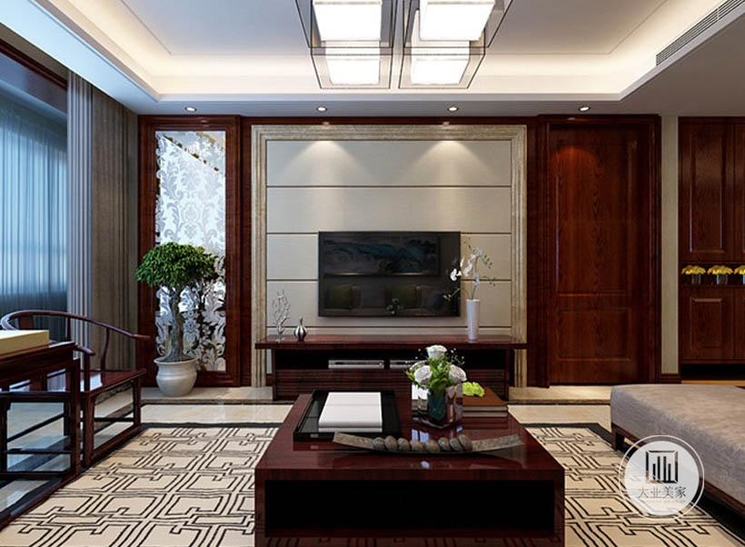 客厅影视墙采用浅实木板,电视柜采用红木材料制作,一侧采用镜面装饰,另一侧做红木隐形门。
