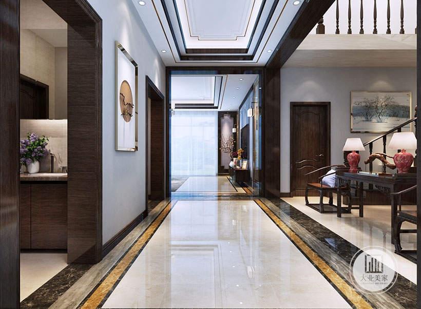 走廊空间的墙面采用淡蓝色涂料,楼梯一侧放置红木桌椅。