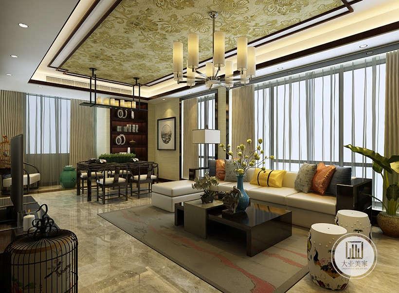 古典玻璃吊灯,灵感来源于古代烛台,植物造型装饰摆件点缀,居室整体风格偏向现代,但又巧妙融入传统文化装饰,呈现亦古亦今的风格。