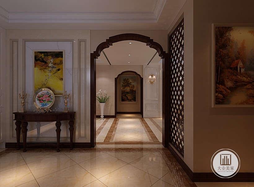 居室装饰核心是去繁就简,留下简单的线条和几何图案,以冷色调为主。墙身用以装饰的花饰板和全屋的家具都是纹理清澈而带有阴阳反光色的高级影木。
