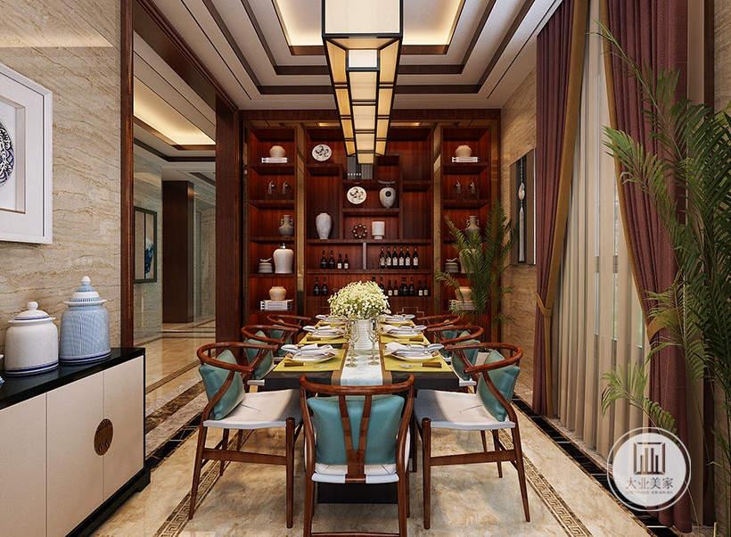餐厅装修效果图:餐桌餐椅都采用红木,餐桌相对的一侧是大型红木收纳柜。