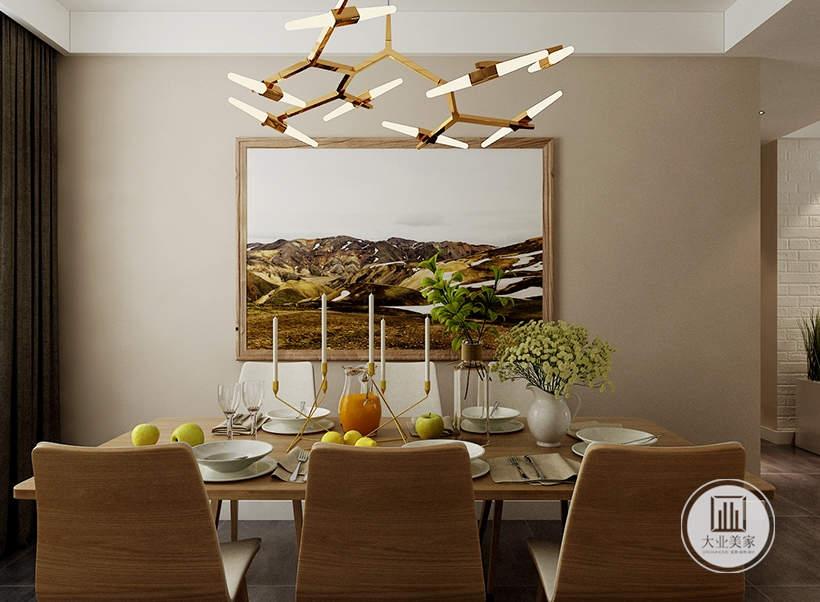 餐厅餐桌餐椅采用都采用实木装饰,墙面采用浅色壁纸,墙面挂中式挂画。