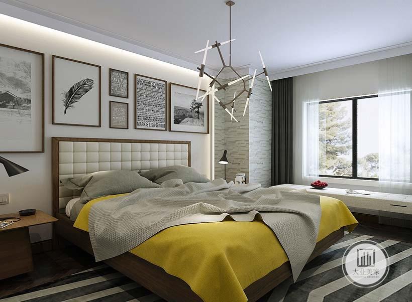 主卧室的窗户下面摆放白色床凳,靠窗的墙面铺贴灰色壁纸。